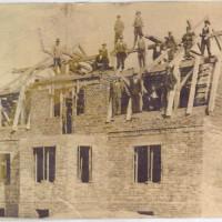 Budowa najstarszego domu na Kolonii Jasnej