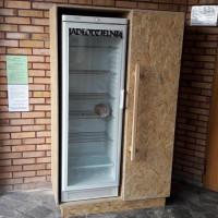 Wychowankowie poprawczaka zrobili szafę dla jadłodzielni